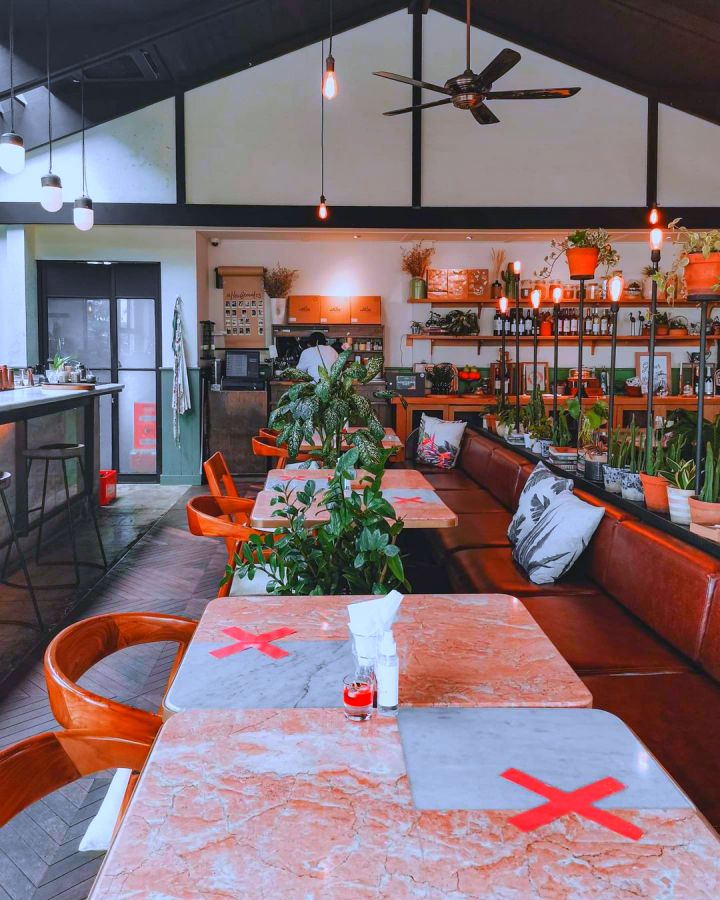 hause rooftop kitchen and bar jakarta